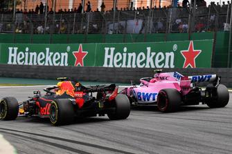 Esteban Ocon, Racing Point Force India VJM11 lotta con Max Verstappen, Red Bull Racing RB14