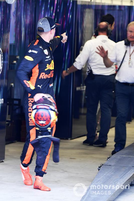 Макс Ферстаппен, Red Bull Racing та Естебан Окон, Racing Point Force India сперечаються після фінішу гонки