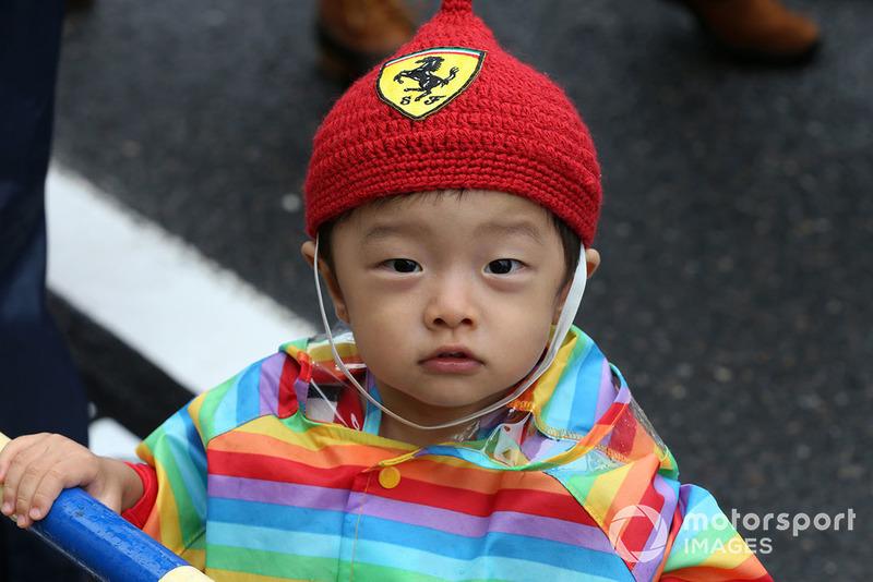 Genç bir Ferrari taraftarı