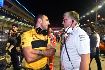 Otmar Szafnauer, Racing Point Force India Team Principal and Cyril Abiteboul, Renault Sport F1 Managing Director on the grid
