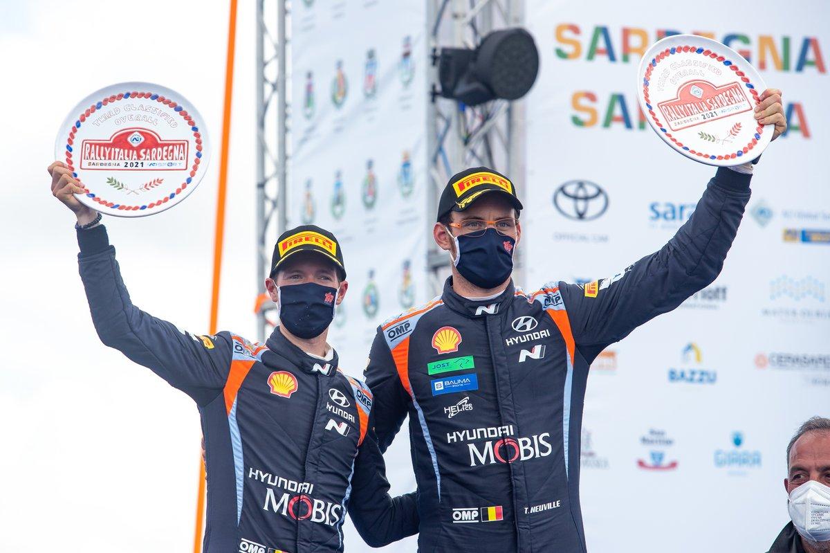 Podium: Thierry Neuville, Martijn Wydaeghe, Hyundai Motorsport Hyundai i20 Coupe WRC