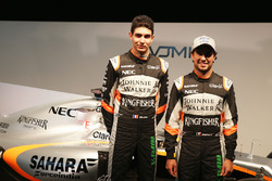 Esteban Ocon, Sahara Force India F1 Team con Sergio Pérez, Sahara Force India F1 y el Sahara Force India F1 VJM10