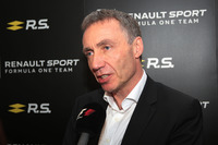 Bob Bell, Renault Sport F1 Team Chief Technical Officer met de media