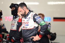 Toyota Gazoo Racing-teamleden reageren op het uitvallen van de #7
