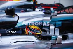 Обладатель поула Льюис Хэмилтон, второе место – Валттери Боттас, Mercedes AMG F1 W08