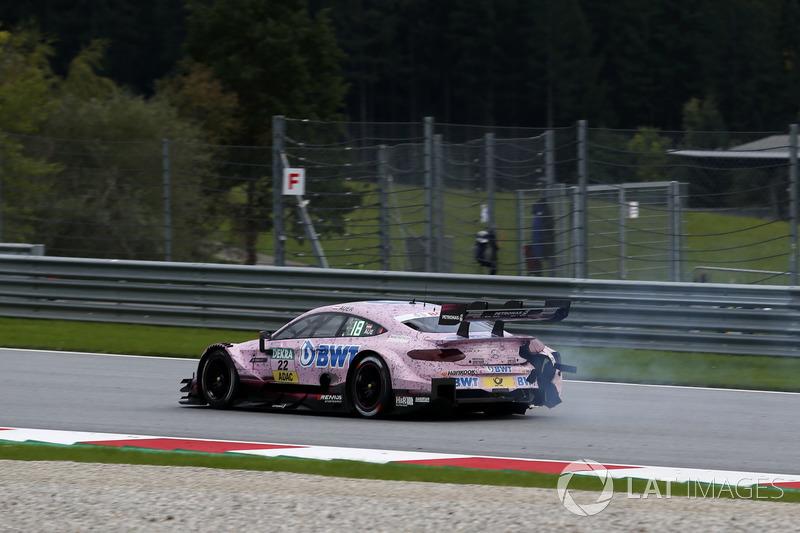 Лукас Ауер, Mercedes-AMG Team HWA, Mercedes-AMG C63 DTM, із пошкодженням машини