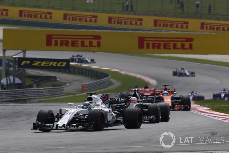 Феліпе Масса, Williams FW40,Кевін Магнуссен, Haas F1 Team VF-17