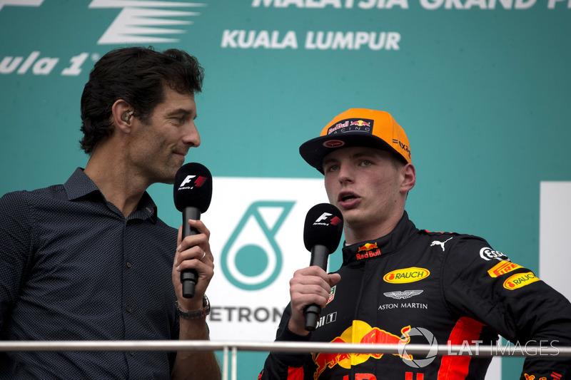 Марк Веббер, переможець гонки Макс Ферстаппен, Red Bull Racing, святкують на подіумі