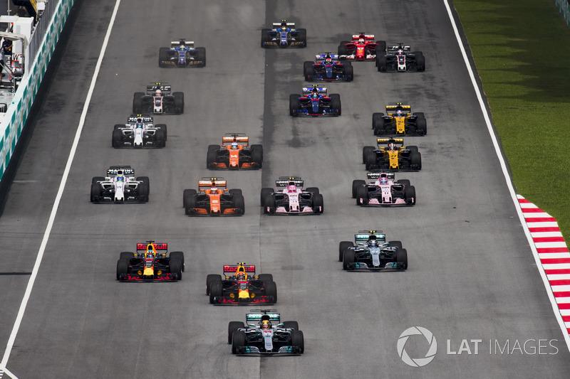 8. Lewis Hamilton, Mercedes AMG F1 W08, Max Verstappen, Red Bull Racing RB13, Daniel Ricciardo, Red Bull Racing RB13, Valtteri Bottas, Mercedes AMG F1 W08, Stoffel Vandoorne, McLaren MCL32, Sergio Perez, Sahara Force India F1 VJM10 en la arrancada