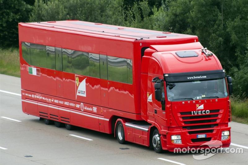 O motorhome que serviu a Ferrari nas provas europeias, entre as temporadas de 2003 e 2013 também está à venda. O caminhão vem junto