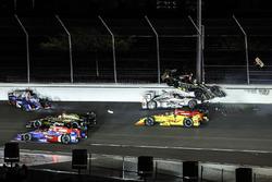 Ryan Hunter-Reay, Andretti Autosport Honda, Will Power, Team Penske Chevrolet, Ed Carpenter, Ed Carpenter Racing Chevrolet, Takuma Sato, Andretti Autosport Honda, crash