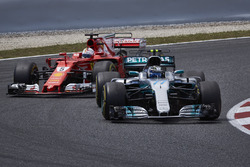 Валттери Боттас, Mercedes AMG F1 W08, Себастьян Феттель, Ferrari SF70H