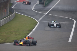 Max Verstappen, Red Bull Racing RB13, leads Valtteri Bottas, Mercedes AMG F1 W08, out of the pits
