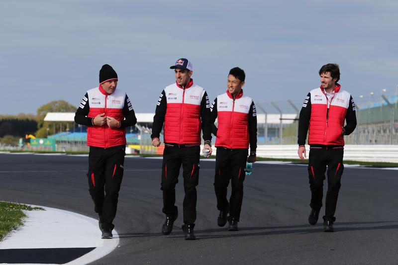 Sébastien Buemi, Kazuki Nakajima, Toyota Gazoo Racing during track walk