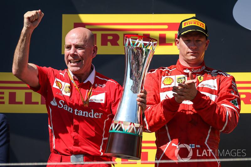 Podio: segundo lugar Kimi Raikkonen, Ferrari y Jock Clear, Ferrari jefe de ingeniros