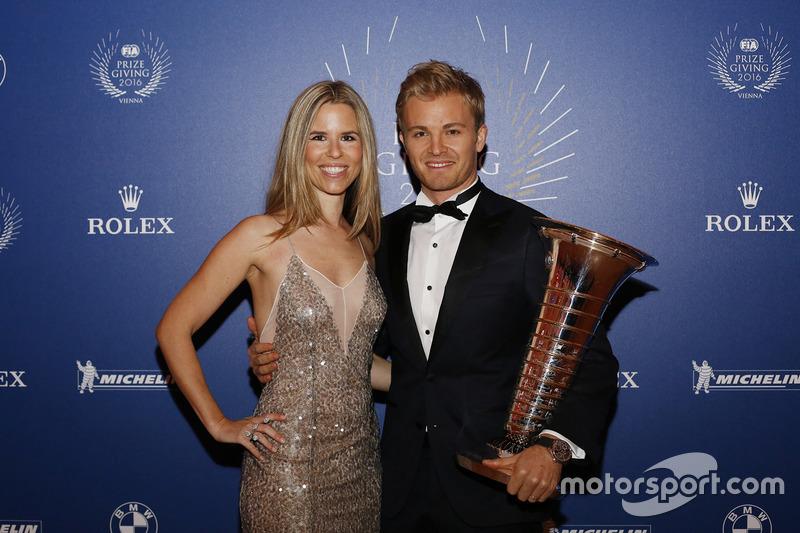 Campeón del mundi de Fórmula 1 Nico Rosberg y su esposa Vivian