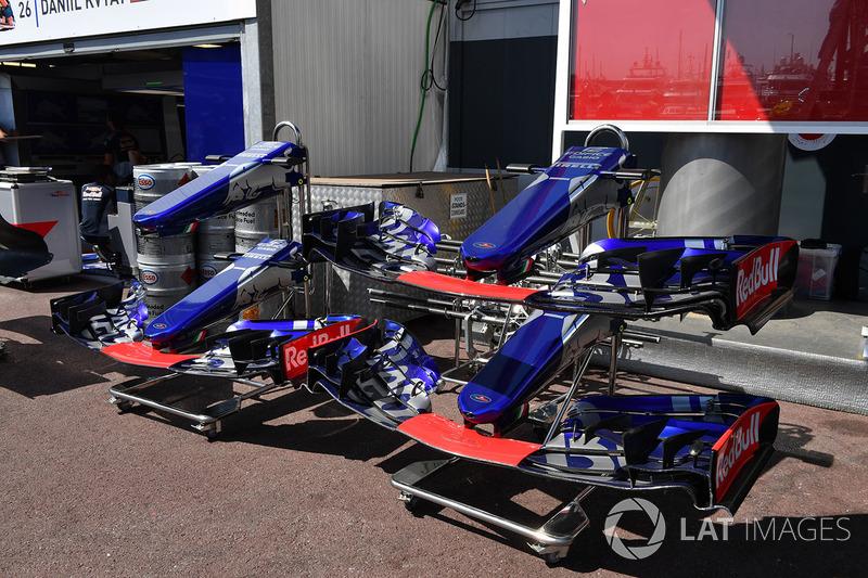 STR12 de la Scuderia Toro Rosso, morro y alerones delanteros