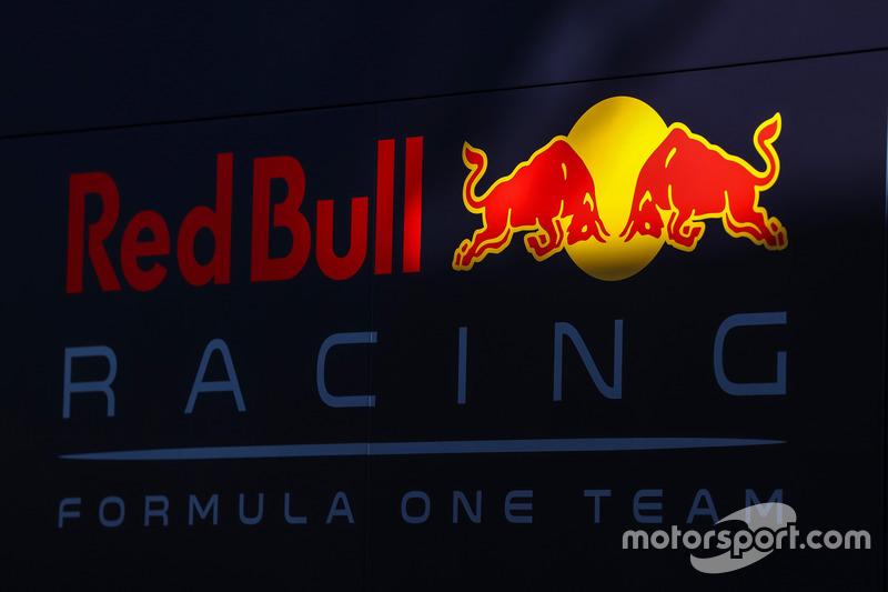 "<img src=""https://cdn-4.motorsport.com/static/img/cfp/0/0/0/0/14/s3/austria-2.jpg"" alt="""" width=""20"" height=""12"" />Red Bull Racing (с 2019-го)"