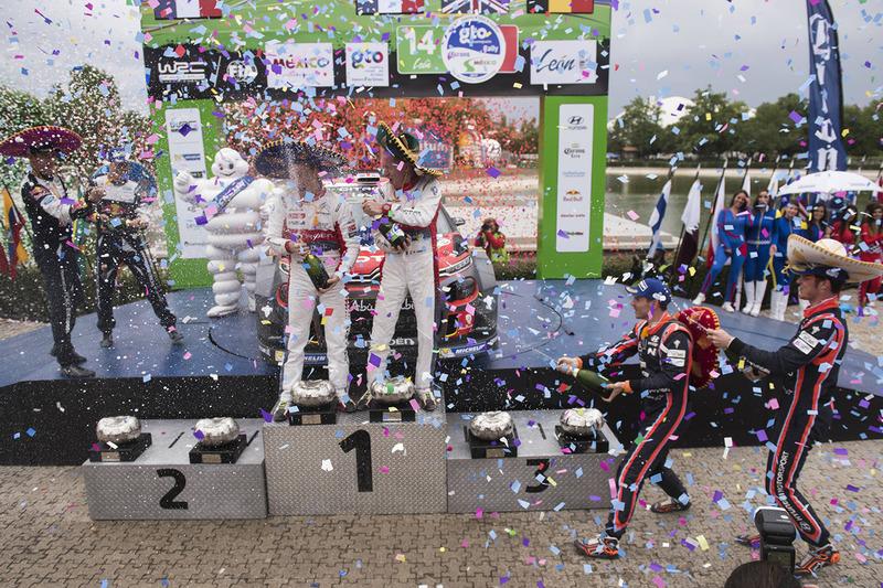 Podium: ganadores, Kris Meeke, Paul Nagle, Citroën World Rally Team, segundos, Sébastien Ogier, Julien Ingrassia, M-Sport, terceros, Thierry Neuville, Nicolas Gilsoul, Hyundai Motorsport