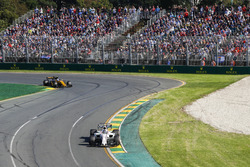 Lance Stroll, Williams FW40, leads Jolyon Palmer, Renault Sport F1 Team RS17