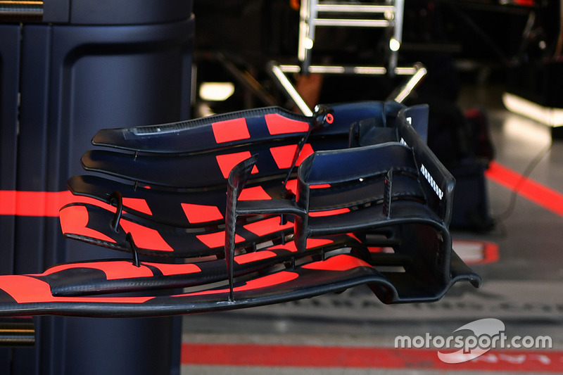 Red Bull Racing RB13 front wing detail
