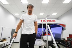 فرناندو ألونسو على جهاز محاكاة هوندا
