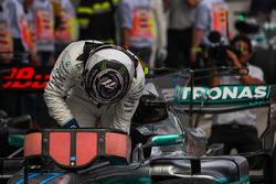 Yarış galibi Valtteri Bottas, Mercedes AMG F1 F1 W08, parc ferme