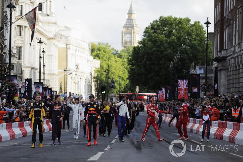 Ніко Хюлькенберг (Renault), Данііл Квят (Toro Rosso), Макс Ферстаппен (Red Bull), Паскаль Верляйн (Sauber) і Себастьян Феттель (Ferrari)