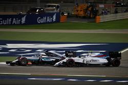 Льюис Хэмилтон, Mercedes AMG F1 Team W07 и Валттери Боттас, Williams FW38