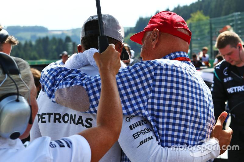 Lewis Hamilton, Mercedes AMG F1 with Niki Lauda, Mercedes Non-Executive Chairman on the grid