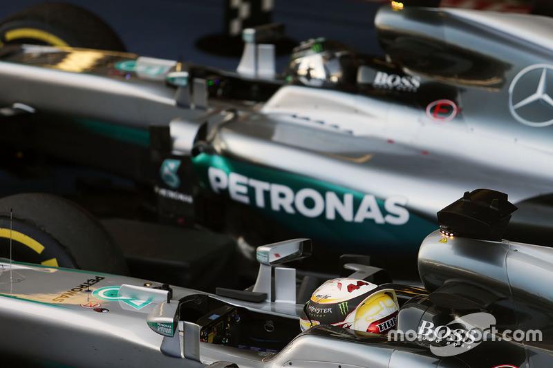Ganador Nico Rosberg, de Mercedes AMG F1 Team, segundo lugar Lewis Hamilton, Mercedes AMG F1 Team en parc ferme