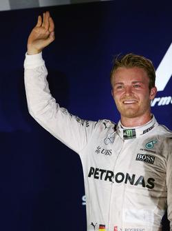Ganador de la carrera Nico Rosberg, Mercedes AMG F1 que se celebra en el podio