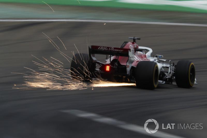 Marcus Ericsson, Sauber C37 Ferrari, solleva scintille