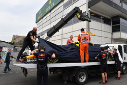 The crashed car of Max Verstappen, Red Bull Racing RB14 is recovered to the pits