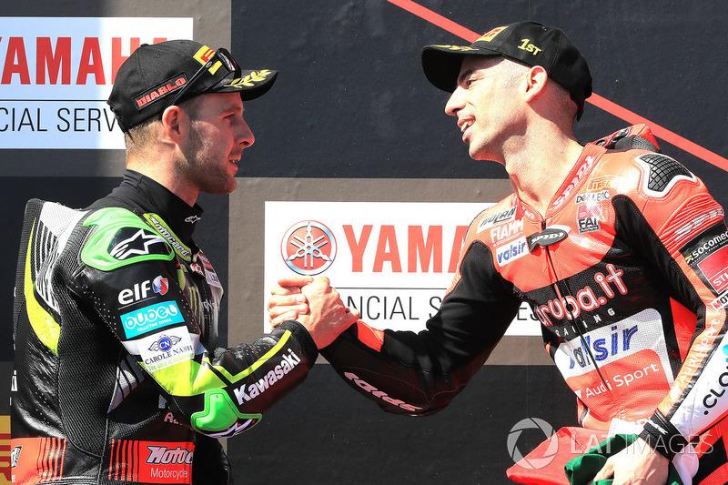Podium: pemenang balapan Marco Melandri, Aruba.it Racing-Ducati SBK Team, finis kedua Jonathan Rea, Kawasaki Racing