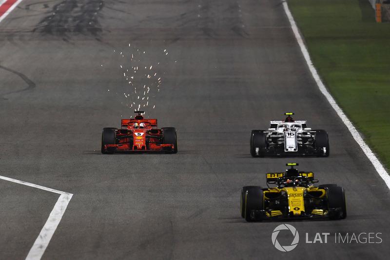 Carlos Sainz Jr., Renault Sport F1 Team R.S. 18 leads Sebastian Vettel, Ferrari SF71H and Marcus Ericsson, Sauber C37