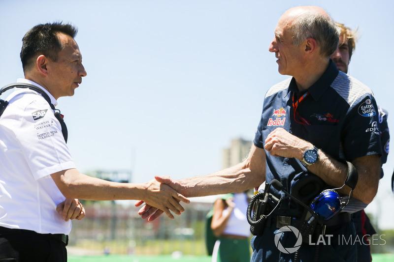 Yusuke Hasegawa, Senior Managing Officer, Honda, shakes hands with Franz Tost, Team Principal, Scude