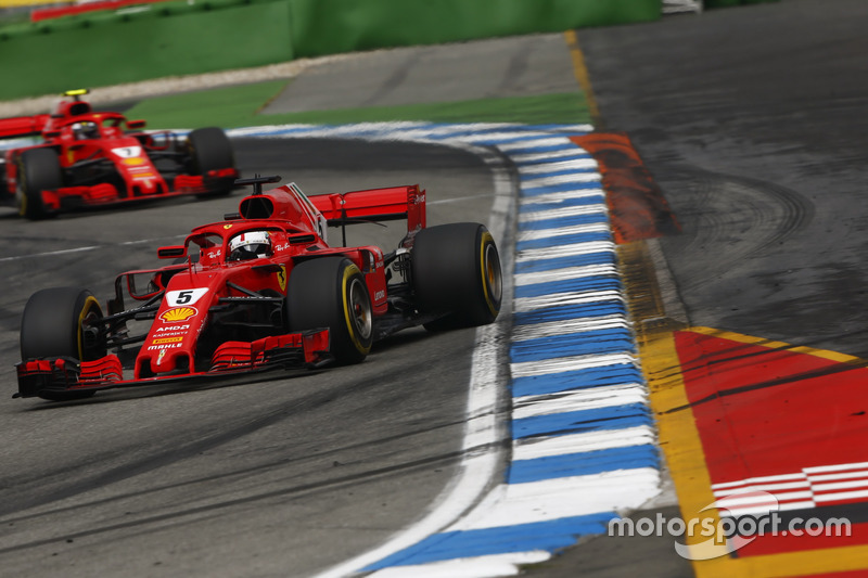Sebastian Vettel, Ferrari SF71H, devant Kimi Raikkonen, Ferrari SF71H