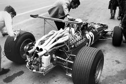 Mauro Forghieri con Chris Amon, Ferrari 312
