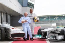 Sir Stirling Moss, Mercedes-Benz W196 y Lewis Hamilton, Mercedes AMG F1