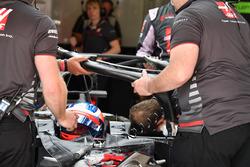 Romain Grosjean, Haas F1 Team VF-18 and mechanics with halo
