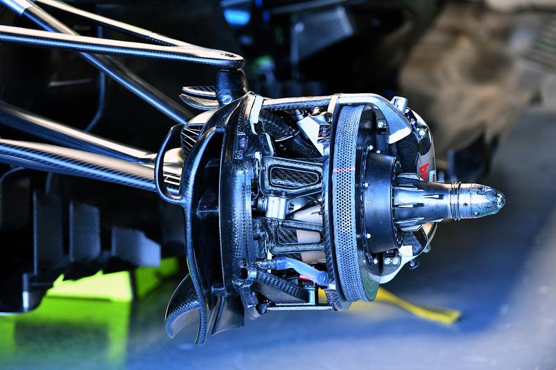 Mercedes-AMG F1 W09 front wheel hub detail