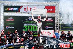 Erik Jones, Joe Gibbs Racing Toyota ganador de la carrera
