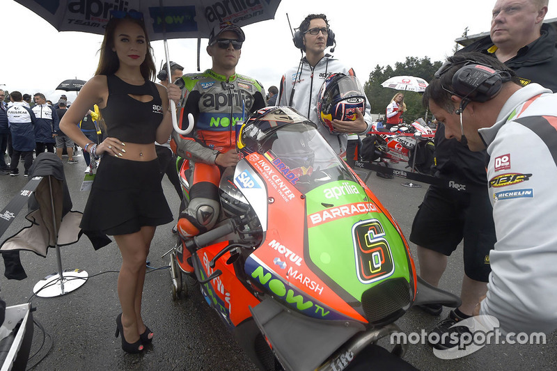Stefan Bradl, Aprilia Racing Team Gresini con un'ombrellina