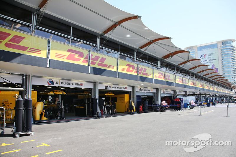 Renault Sport F1 Team, піт-гараж