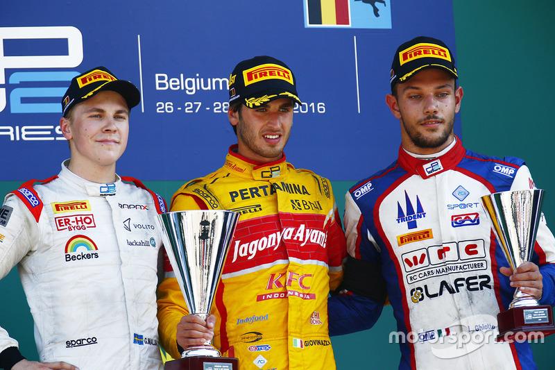Il vincitore della gara Antonio Giovinazzi, PREMA Racing, il secondo classificato Gustav Malja, Rapax, il terzo classificato Luca Ghiotto, Trident