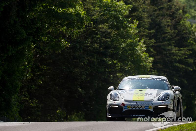#351 Black Falcon Team TMD Friction, Porsche Cayman GT4 CS: Christian Björn-Hansen, Runar Vatne, Sugar Mountain, Stefan Karg