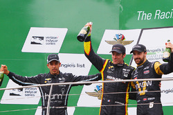 Podium : le vainqueur Simon Pagenaud, Team Penske Chevrolet, le second Helio Castroneves, Team Penske Chevrolet, le troisième James Hinchcliffe, Schmidt Peterson Motorsports Honda