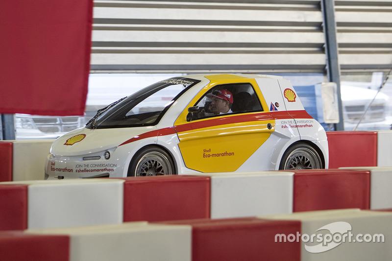 Kimi Raikkonen, Ferrari conduce el Shell Eco-marathon car
