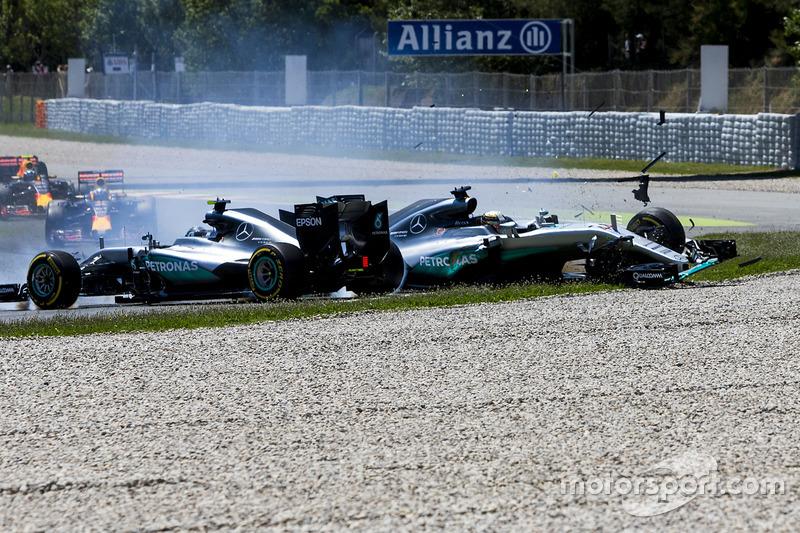 Spanien, Barcelona: Crash mit Lewis Hamilton